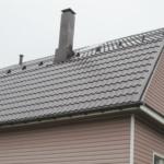 Почему щелкает металлочерепица на крыше
