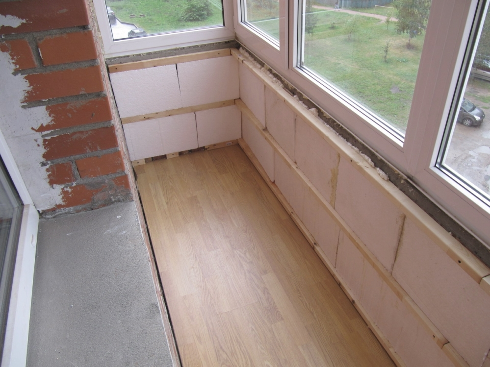 Пенопластом утепляют и балконы
