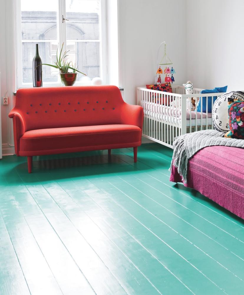 Окрашенный деревянный пол в детской
