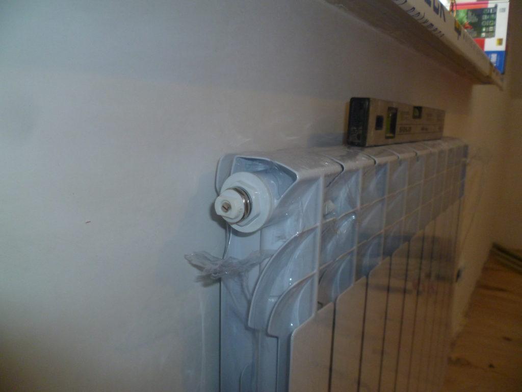 Радиатор еще в заводской пленке