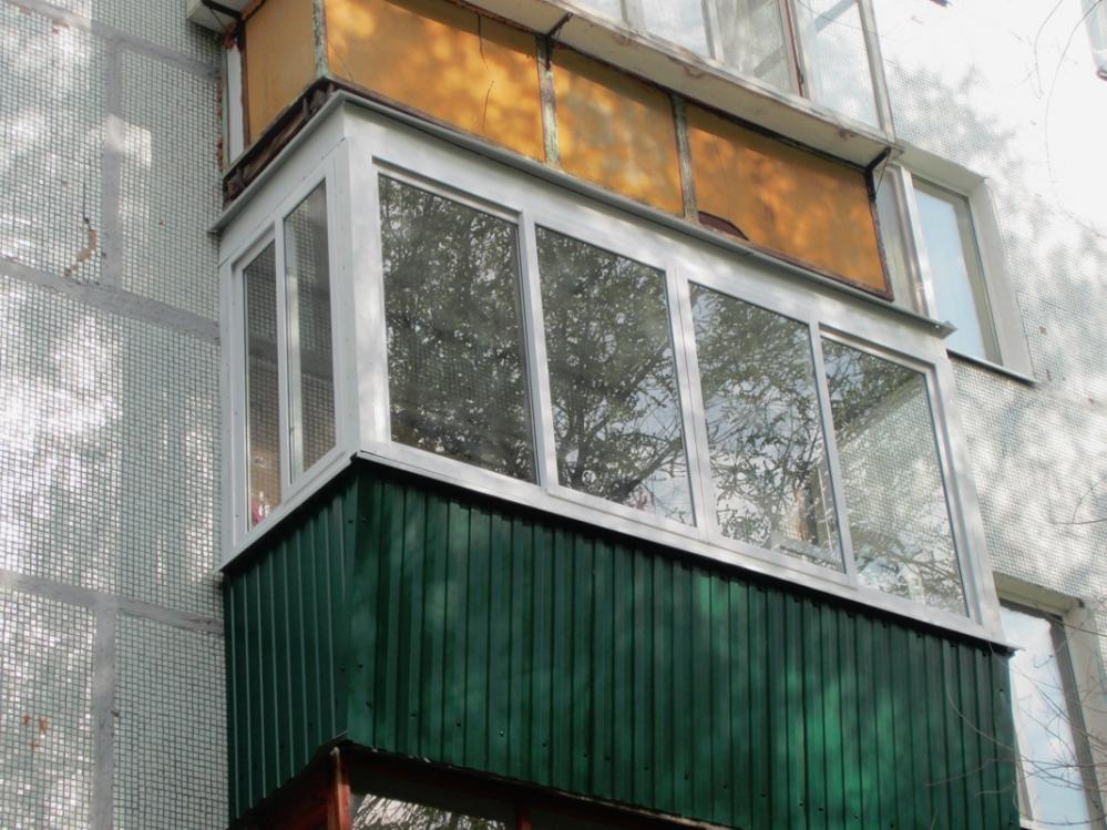 Любой балкон должен иметь пожарный люк