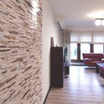 Отделка стен в квартире декоративным камнем
