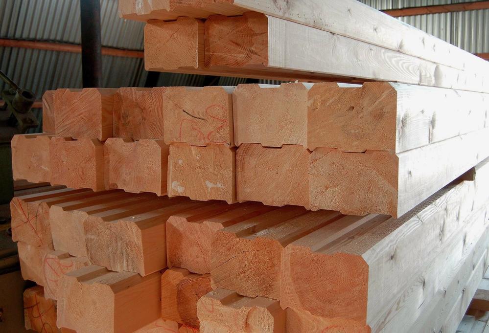 В домах с каркасно-засыпным типом стен обычно страдает сама обшивка, а также элементы усиленного каркаса, которые находятся в зоне высокой влажности постоянно и в течении длительного периода времени