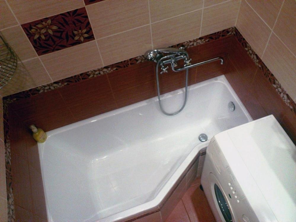 Угловая ванная удобна если пространство значительно ограничено