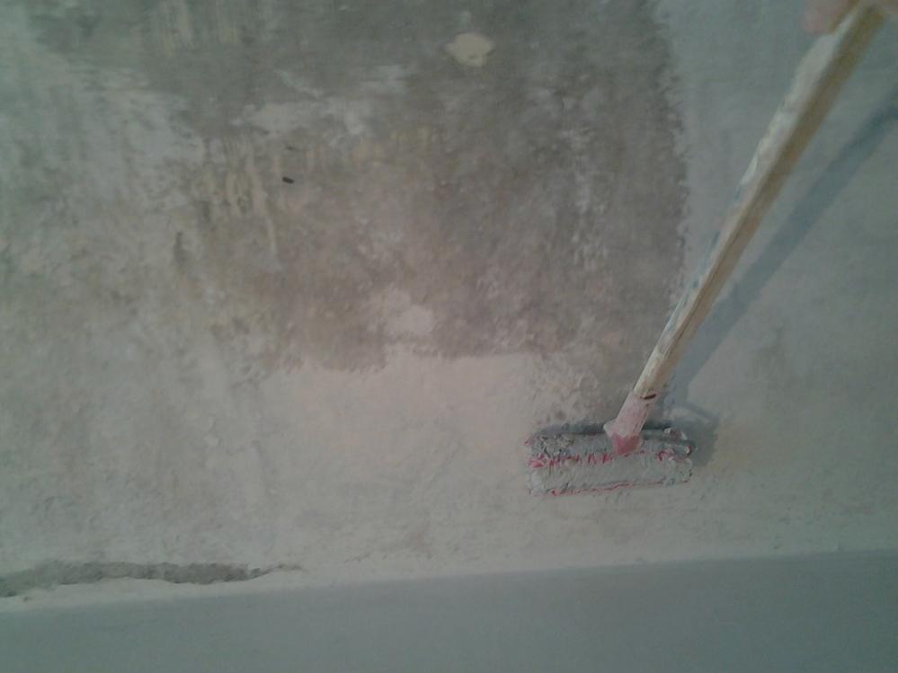 Прежде чем красить стены их нужно тщательно подготовить