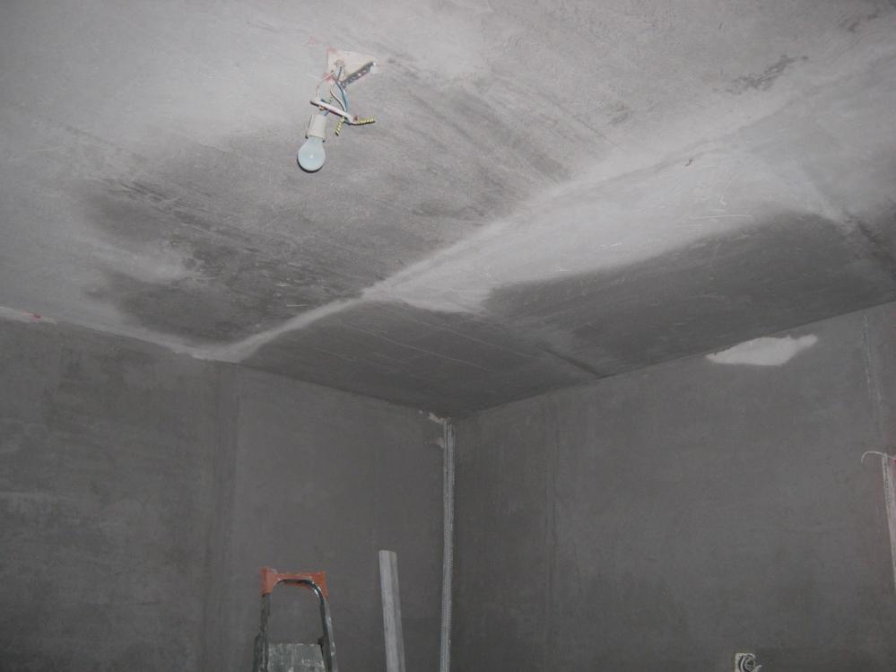 Подготовить такую комнату к покраске гораздо легче, чем жилую