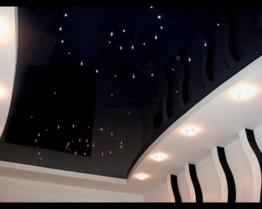 Светильники на черном потолке должны вписываться