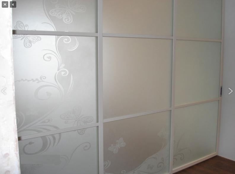 Белая межкомнатная перегородка идеальна для светлых интерьеров