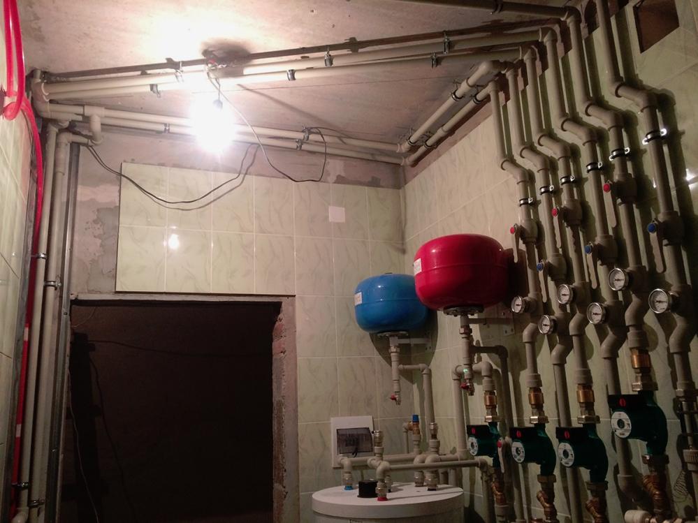 Разветвленная трубная система является необходимым условием при создании любого водоснабжения - с задействованием водонапорного резервуара, с внешними или скрытыми системами подачи воды