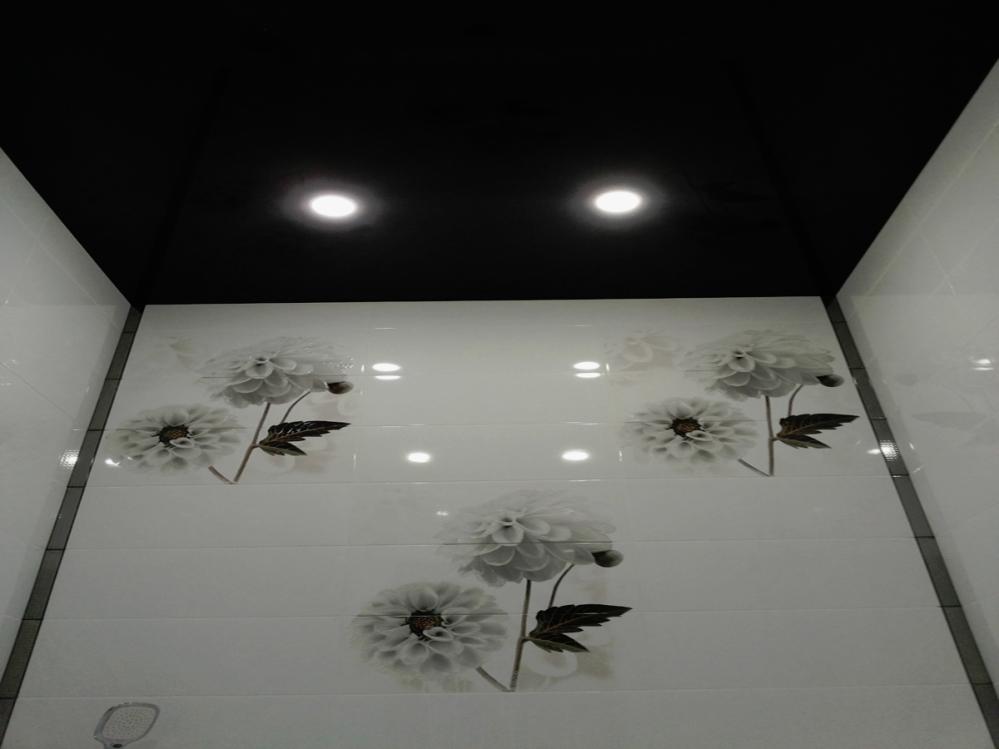 Черные потолки часто встречаются в барах и ресторанах