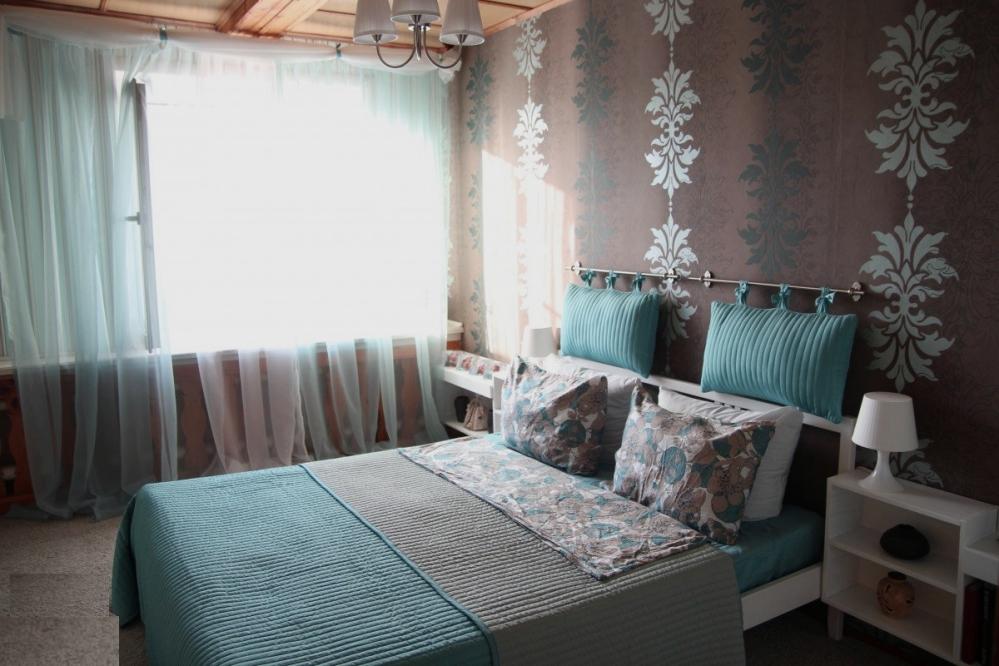 Удивительной красоты изумрудная спальня