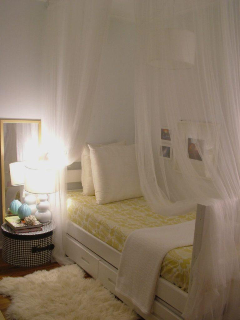 Нежная спальная в светлых тонах