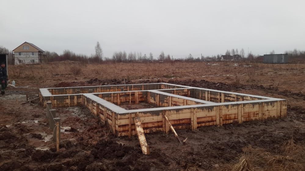 Подушка под фундамент - важнейший элемент при строительстве любого дома