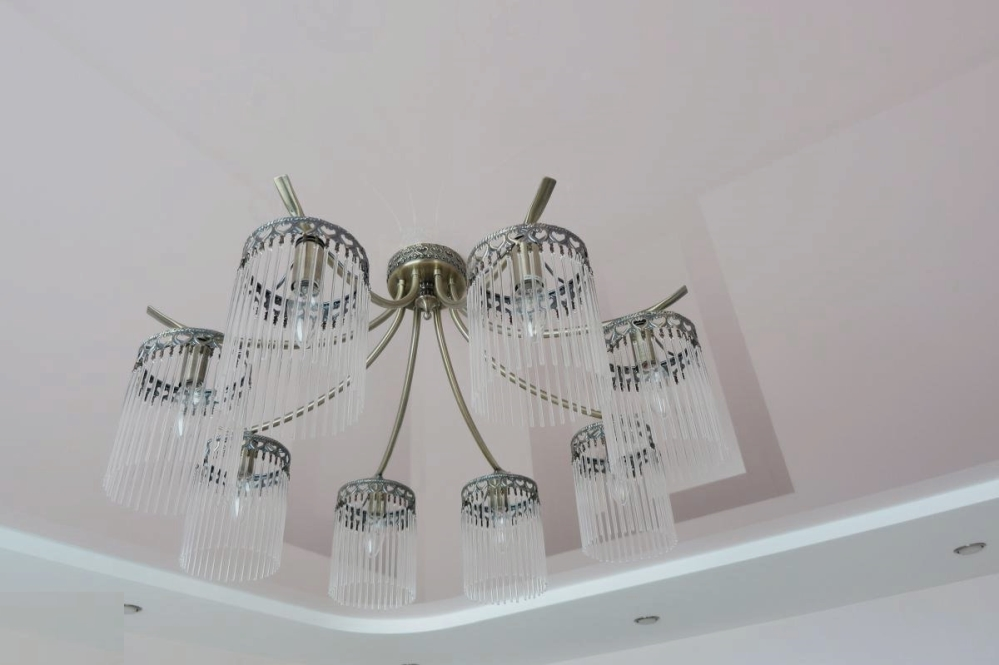 Далеко не каждый светильник подойдет для классической гостиной