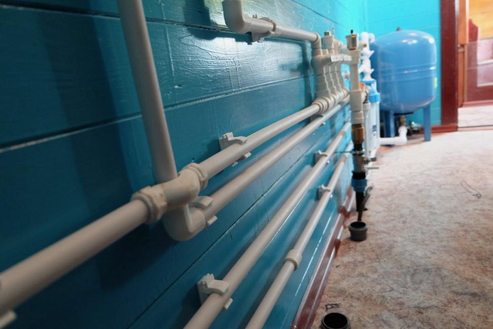 При создании автономного водоснабжения любого частного дома можно задействовать только два варианта водоснабжения