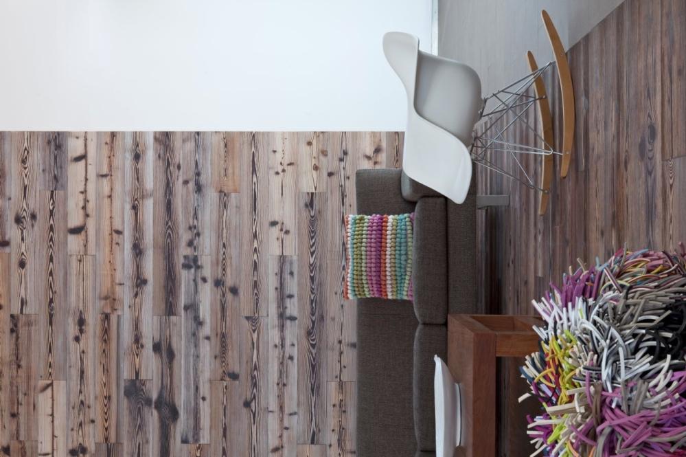 """Дерево всегда """"вписывается - даже в самый экстраординарный и необычный интерьер. На фото стеновые панели с древесной отделкой"""