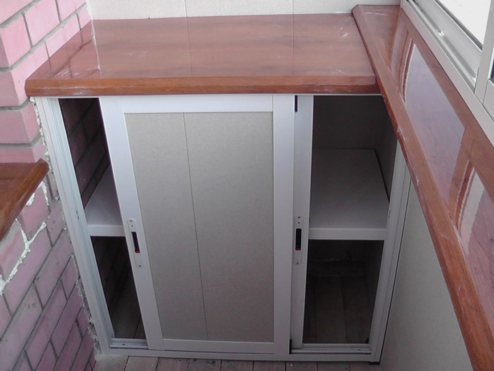 Такая мебель позволяет эффективно использовать небольшое пространство балкона