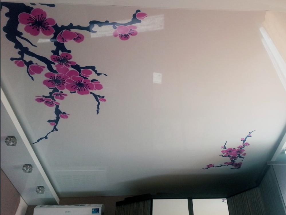 Прекрасный натяжной потолок - украшение любого интерьера