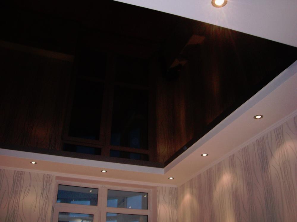 Светильники на черном потолке не должны раздражать глаз