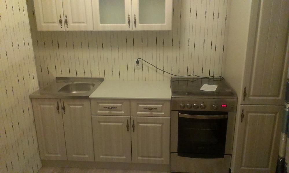 Модульная кухня ясно дает понять, что даже большая площадь может быть эффективно спланирована