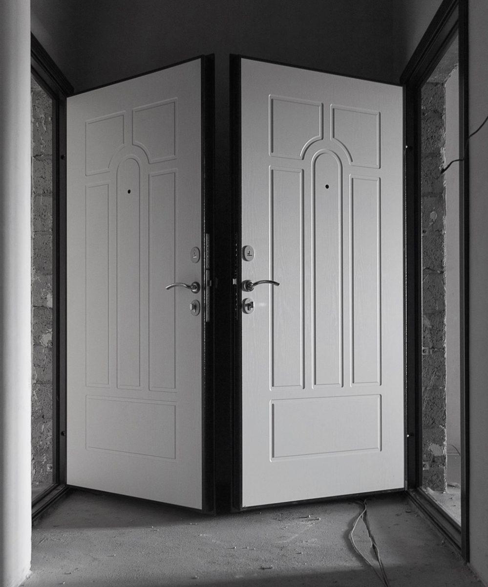 Часто о том, когда менять входную дверь в новостройке задумываются слишком поздно...