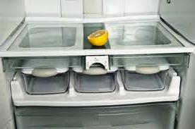 Лимон в холодильнике для устранения запахов