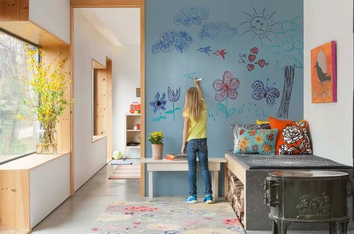 Большая стена для рисования в детской