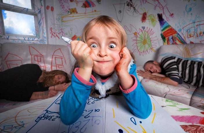 Ребенок раскрасил все стены