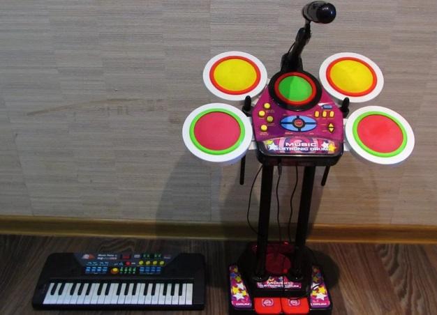 Ударная установка и пианинов детской