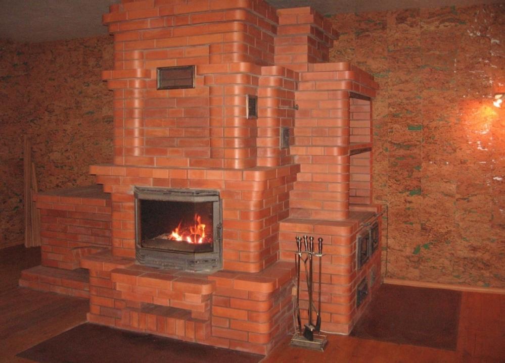 печь-камин в загородном доме
