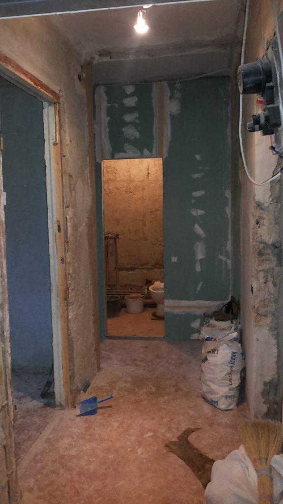 Так выглядел коридор в начале ремонта
