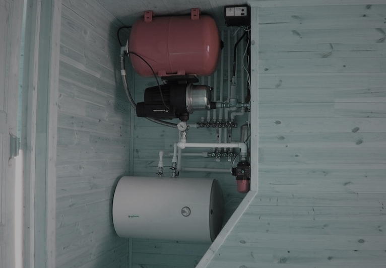 При частых авариях в электрическом снабжении дома нужно использовать ИБП