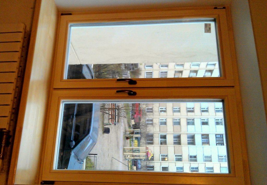 Откосы устанавливаются и на деревянные окна