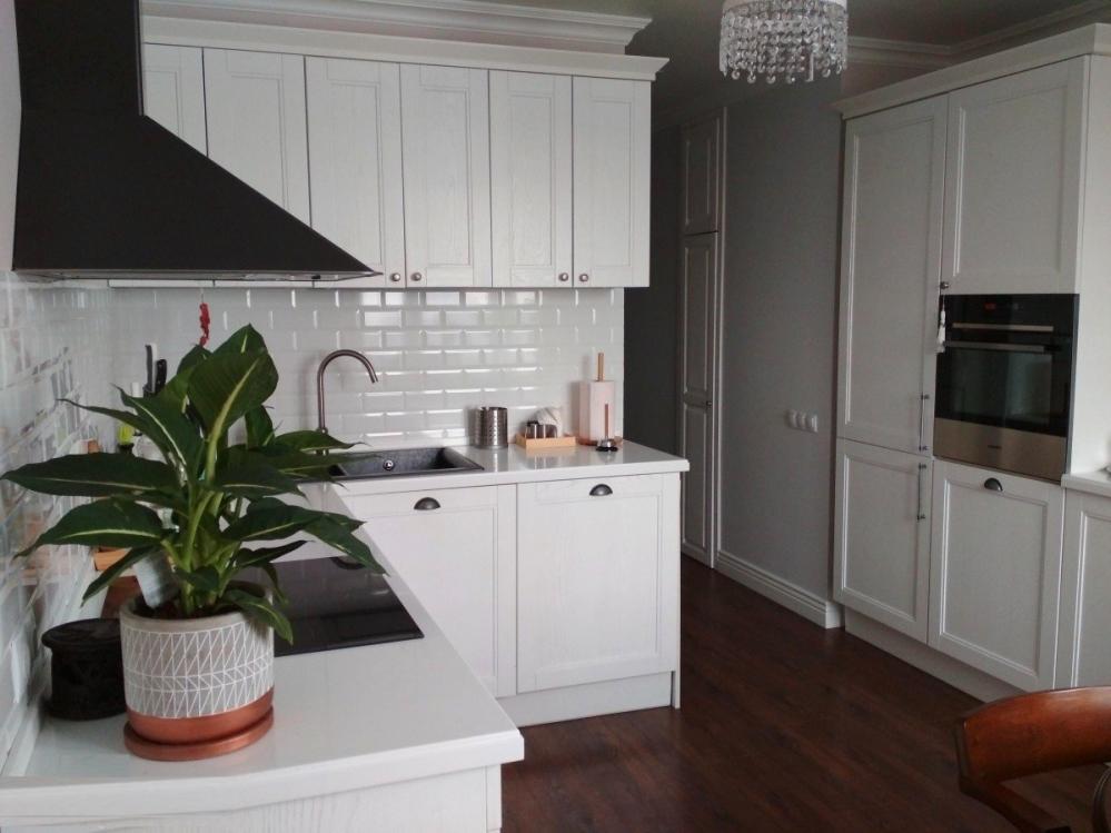 Красиво ли смотрится кухня белого цвета в сочетании со светлыми полами