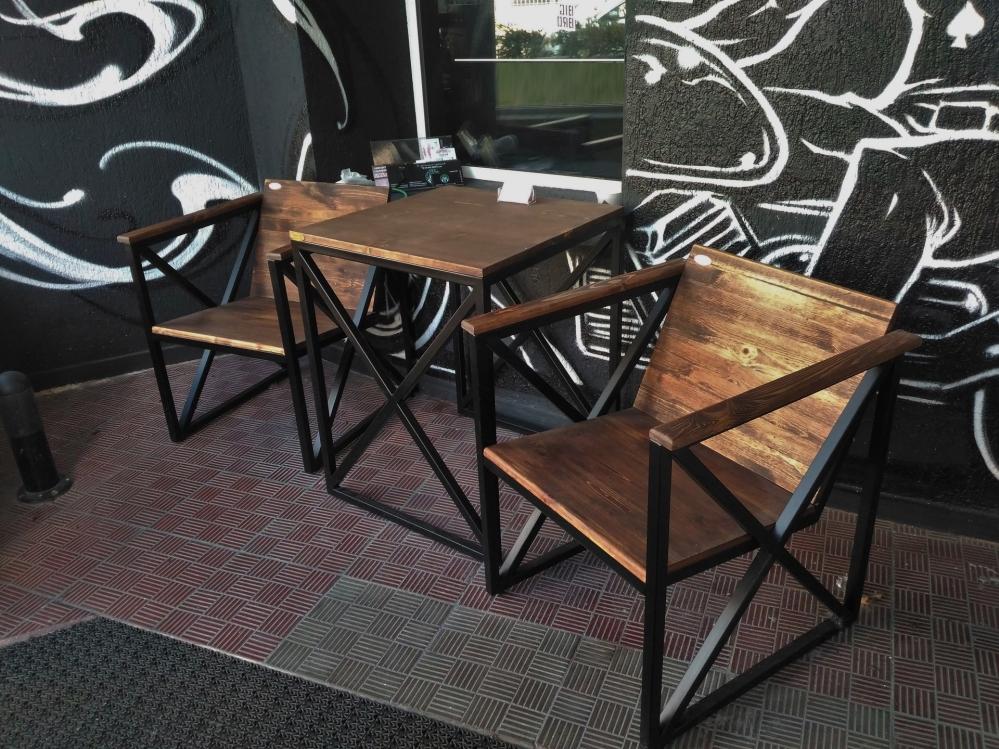 Узнаем какой материал практичнее всего использовать для уличной мебели...
