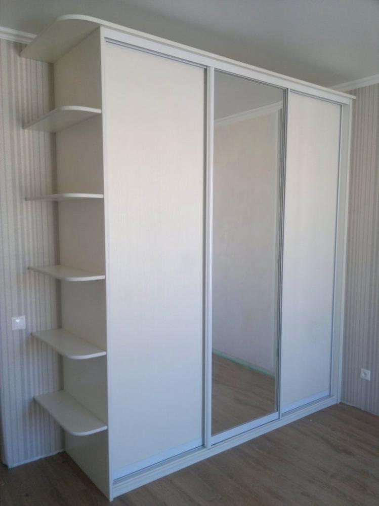 Белые шкафы в стиле шебби шик- это легкость и красота в одном флаконе.