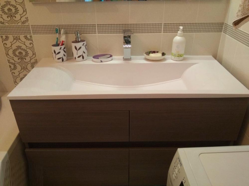 Узнаем куда деть коробочку со стиральным порошком в маленькой ванной комнате. Советы от постоянного читателя по вопросу размещения мелочей в ванной...