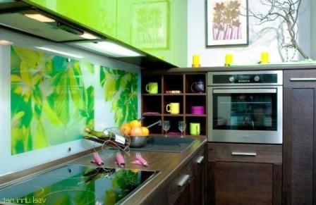стекло в оформлении кухни