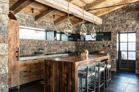 кухня в стиле дерево и камень